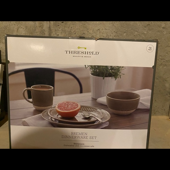 Threshold Dinnerware Set 16pc